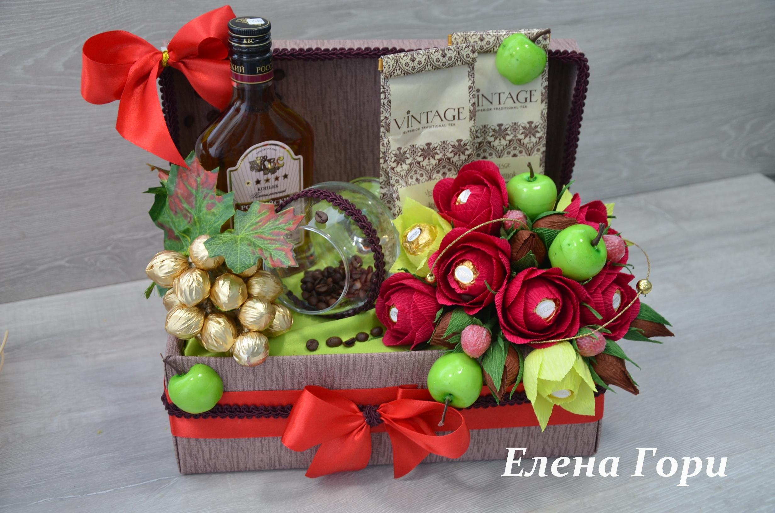 Новогодние подарки из гофрированной бумаги и конфет 93